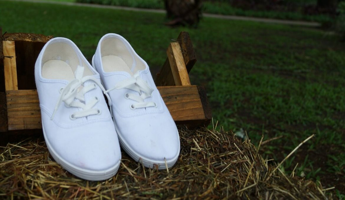 white tennis sneakers